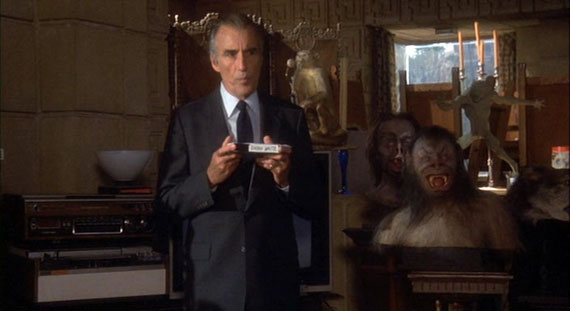 Howling 2 - Christopher Lee shows tape