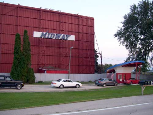 Midway Drive-In (Sterling, IL)