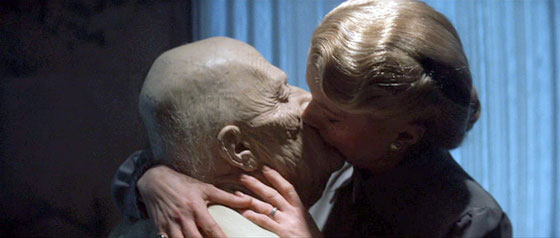 The Hunger - Catherine Deneuve Kisses Old David Bowie