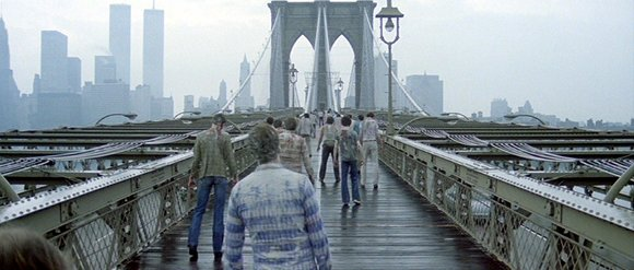 Zombi 2 - Zombies cross Brooklyn Bridge